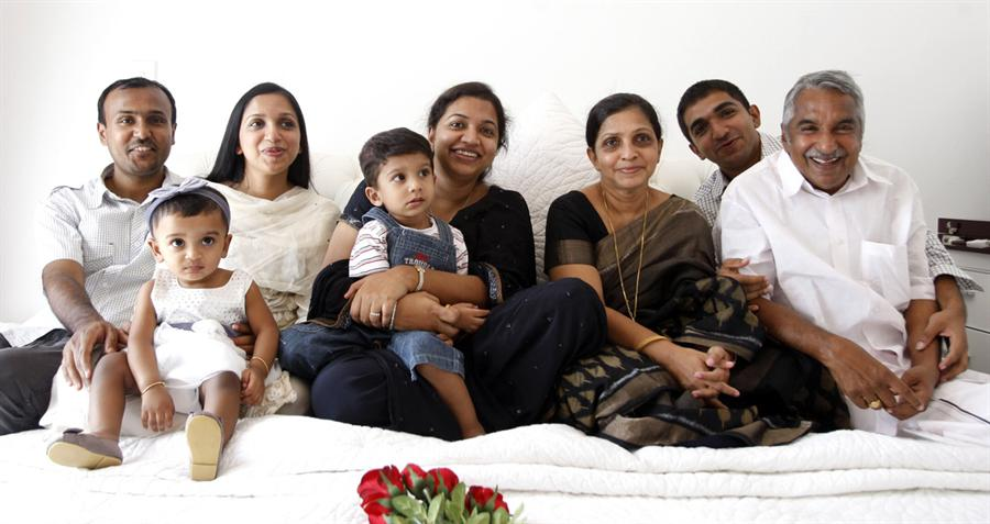 The Oommen Chandy Family (Picture from SpiderKerala)